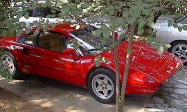 Κόκκινο – όπως Ferrari, γράφει ο Δημήτρης.