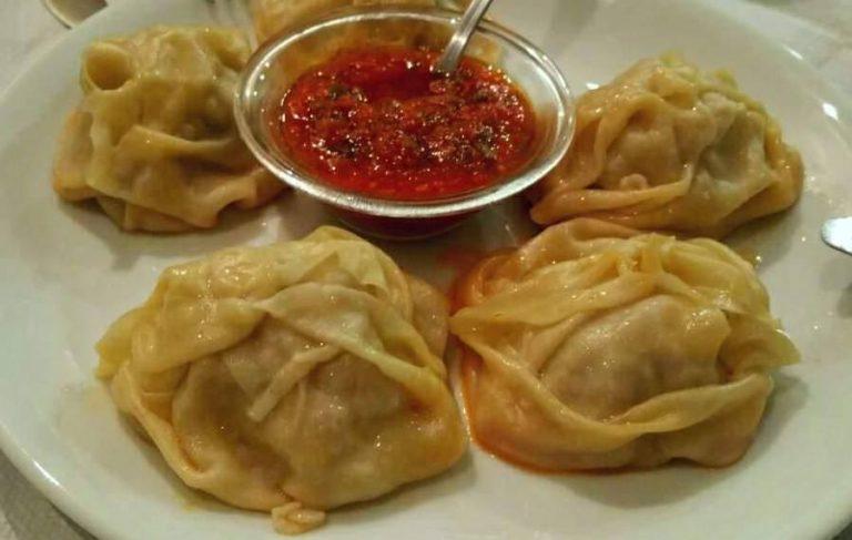 Παραδοσιακή ρώσικη κουζίνα στη Βαλεντίνα στην Καλλιθέα, γράφει η Έφη.