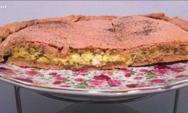 Ανθοτυρόπιτα με μυρώνια και ροζέ ζύμη από ιβίσκο 🌺, γράφει η Γιάννα